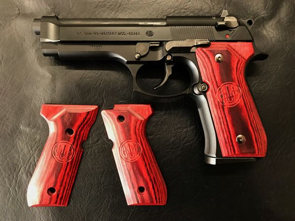 Wood Grip U.S. M9 / M9A1 (Smooth logo / Red) [AWG-406]