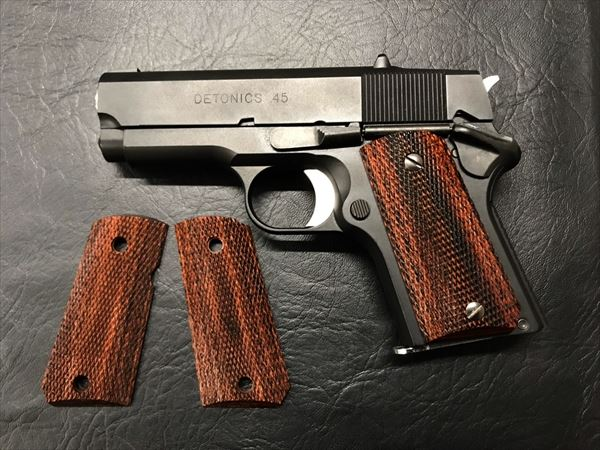 Wood Grip detonics. 45 (Full checker / Brown)