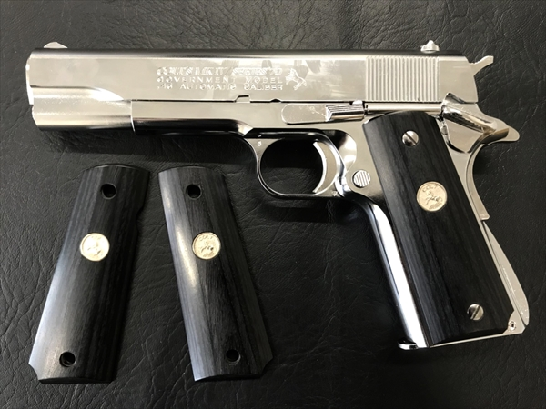 Wood Grip Government / 45 AUTO (Medal / Black)